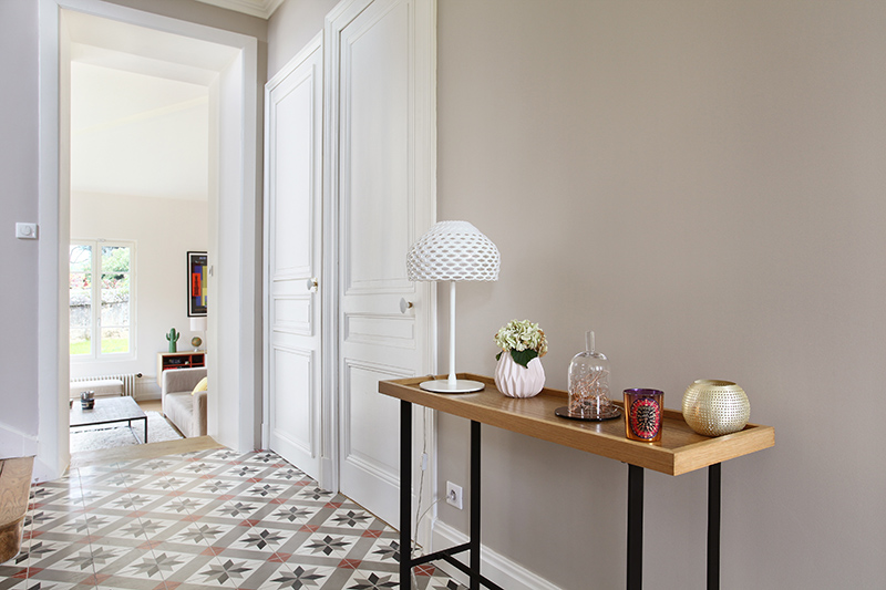 renovation_travaux_appartement_lyon_entreprise_architecte_interieur_design_ancien_transformation_decoration_extension_carreaux_ciments_entree