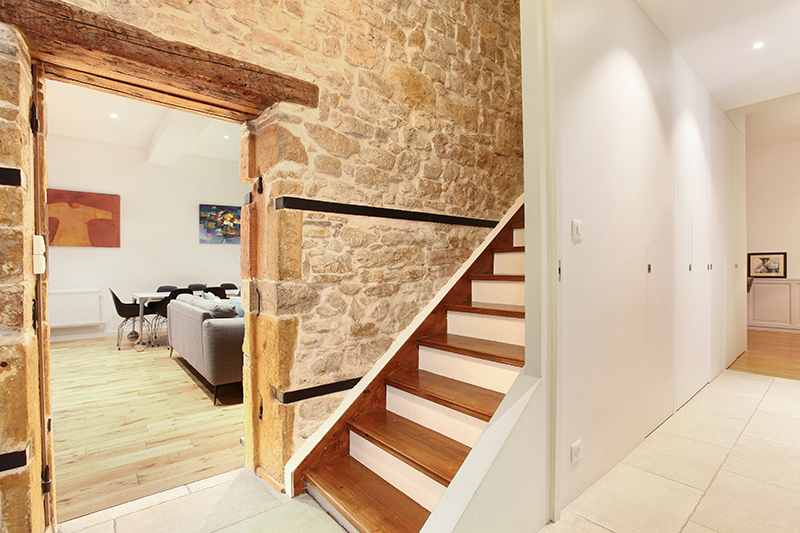 renovation_travaux_appartement_lyon_entreprise_architecte_interieur_design_ancien_transformation_decoration_pierre_sablage